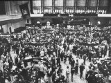 Frantic Day at the New York Stock Exchange During the Market Crash Reproduction photographique sur papier de qualité par Yale Joel