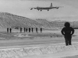 Bomber B-36 Is Coming in from Roswell, New Mexico with Eagerly Awaited Freight Premium-Fotodruck