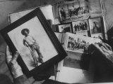 Bill Pickett, Cowboy in Framed Photo of Scrapbook of Cowhand Johnny Mullin Fotografiskt tryck på högkvalitetspapper