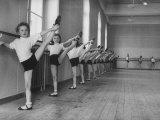 Ballet Class for Youngsters Who Aspire to Roles in the Corps De Ballet of the Vienna Opera House Reproduction photographique sur papier de qualité par Ralph Crane