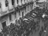 Mobs of People Lined Up in Buenos Aries, Presenting Rent Complaints to the Council of Rents Premium Photographic Print