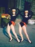 Dancer Twins Ellen and Alice Kessler of English Bluebell Troupe Premium-Fotodruck von Loomis Dean