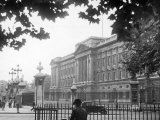 Exterior View of Buckingham Palace Photographic Print
