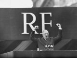 French President Charles De Gaulle Making a Speech Reproduction photographique par Loomis Dean