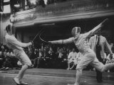 Fencers Competing in the Olympics Reproduction photographique sur papier de qualité par John Dominis