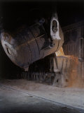 Bessemer Pouring Molten Steel at Birmingham Steel Company Photographie par Dmitri Kessel