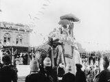 Viceroy Lord Curzon and Lady Curzon Entering into Delhi on an Elephant Premium Photographic Print