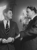 Billy Graham Speaking with President John F. Kennedy at a Prayer Breakfast Reproduction photographique