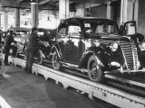 New Fiat Cars Sitting on the Assembly Line at the Fiat Auto Factory Premium Photographic Print by Carl Mydans