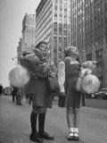 Charles Karo and Irene Guttman Sightseeing in New York Premium Photographic Print by Martha Holmes