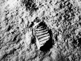 Astronaut Buzz Aldrin's Footprint in Lunar Soil During Apollo 11 Lunar Mission Fotografiskt tryck
