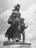 Sculpture of a Pioneer Woman and Her Child Premium Photographic Print by Alfred Eisenstaedt
