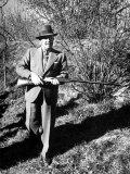 General Francisco Franco, Pointing His Gun Toward the Ducklings in the River Fotografisk trykk av Dmitri Kessel