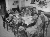 Portrait of a Family of Tuscan Tennat Farmers Sitting around Dinner Table Fotoprint van Alfred Eisenstaedt