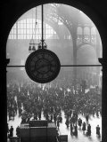 Clock in Pennsylvania Station Photographie par Alfred Eisenstaedt