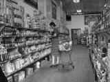 Woman Shopping in A&P Grocery Store Premium Photographic Print by Alfred Eisenstaedt