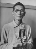 Japanese War Criminal Shumei Okawa Holding Buddhist Bible at His Arraignment Premium Photographic Print by Alfred Eisenstaedt
