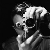 Person Holding Camera to Face. Winner of Life Photo Contest. We Do Not Have a Name Fotografisk tryk af Andreas Feininger