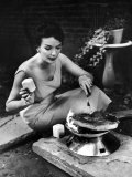 Well-Dressed Woman Cooking a Large Steak on the Aluminum Disposable Barbecue Grill Reproduction photographique par Peter Stackpole