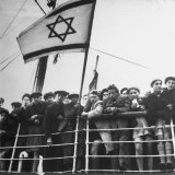 Illegal Immigrants Arriving in Haifa Photographic Print by Dmitri Kessel