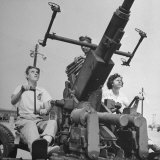 Women Sighting a Bofor Anti-Aircraft Gun Photographic Print by Myron Davis