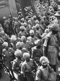 The Indian Sikh Troops from Punjab, Boarding the Troop Transport in the Penang Harbor Reproduction photographique sur papier de qualité par Carl Mydans