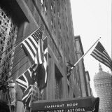 Entrance to the Waldorf-Astoria Hotel Photographic Print