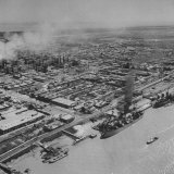 General View Showing the Abadan Oil Refinery Photographie par Dmitri Kessel