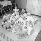 War Babies with American Gi Fathers at 'Cradles of Rouen' Nursery Photographie par Ralph Morse