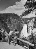 Tourists Viewing Waterfall in Yellowstone National Park Fotografie-Druck von Alfred Eisenstaedt
