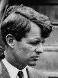 Sen. Robert F. Kennedy Arriving at La Guardia Airport Fotografisk tryk af Loomis Dean
