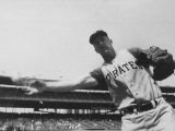 Second Baseman for the Pirates, Bill Mazeroski Throwing a Ball Premium-Fotodruck