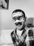 Ny Rangers Player Lou Fontinato Showing His Broken Nose Which He Received During a Game Premium fototryk