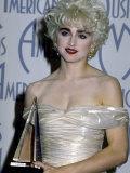 Singer Madonna Holding Her Award in Press Room at American Music Awards Premium-Fotodruck von David Mcgough