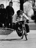 Performing Chimpanzee Zippy Riding a Bike Reproduction photographique sur papier de qualité