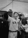 New York Yankees Player Bob Turley Celebrating after Winning the World Series Reproduction photographique sur papier de qualit&#233;