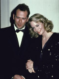 Actors Bruce Willis and Cybill Shepherd Kunst på  metal af Ann Clifford