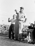 Football Coach Paul Bear Bryant of Texas A&amp;M Pointing from the Sidelines During a Game Reproduction photographique sur papier de qualit&#233;