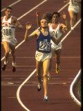 Swedish Athlete Lasse Viren in the Lead During 5,000M Race at Summer Olympics Premium fotografisk trykk av John Dominis