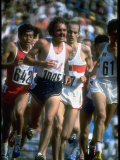 US Track Athlete Steve Prefontaine Running a Race at the Summer Olympics Reproduction sur métal