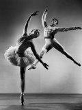 """Alicia Alonso and Igor Youskevitch in the American Ballet Theater Production of """"The Nutcracker"""" Reproduction photographique sur papier de qualité par Gjon Mili"""