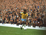 Soccer Star Pele in Action During World Cup Competition Reproduction sur métal