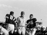 Football Coach Paul Bear Bryant of Texas A&amp;M Talking W. Players During a Game Reproduction photographique sur papier de qualit&#233;