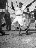Giants Baseball Player Willie Mays Playing Pepper at Phoenix Training Camp Reproduction sur métal par Loomis Dean
