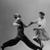 Leon James and Willa Mae Ricker Demonstrating a Step of the Lindy Hop Premium-Fotodruck von Gjon Mili
