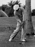 Golfer Ben Hogan, Demonstrating His Golf Drive Premium-Fotodruck von J. R. Eyerman