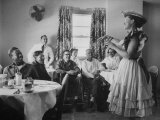 Radio Singer and Comedian, Minnie Pearl Performing for Hospital Patients While on Tour Premium fototryk af Yale Joel