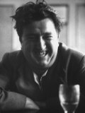 "Brendan Behan, Embodiment of Poet Character in Sean O'Casey's Play, ""The Shadow of a Gunman"" Premium-Fotodruck von Gjon Mili"