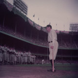 Baseball Player Babe Ruth in Uniform at Yankee Stadium Reproduction photographique sur papier de qualité par Ralph Morse
