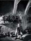 "Artist Pablo Picasso ""Painting"" with Light at the Madoura Pottery Premium fototryk af Gjon Mili"